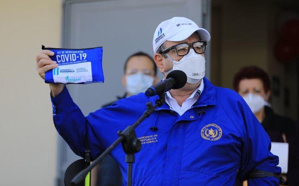 Presidente de Guatemala casi superó Covid-19, desea rápida recuperación a Trump