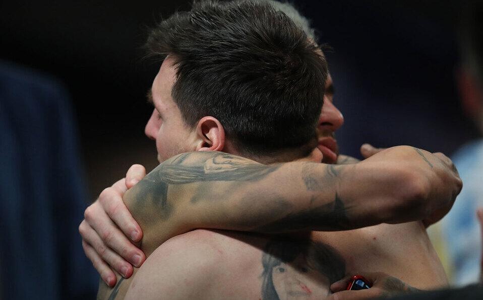 Abrazo entre Massi y Neymar le da la vuelta al mundo. (Foto: Reuters)