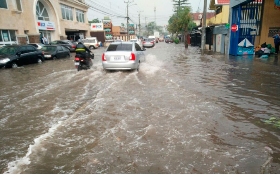 (+FOTOS) Despliegue en varias zonas del país para atender afectados por lluvias
