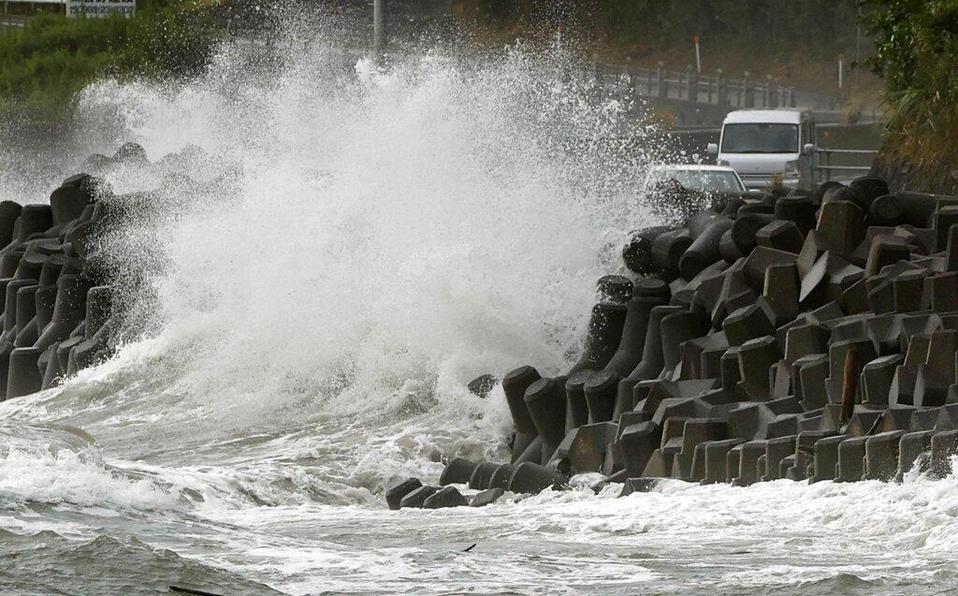 TifónHaishengolpea el sur de Japón con fuertes vientos y lluvia