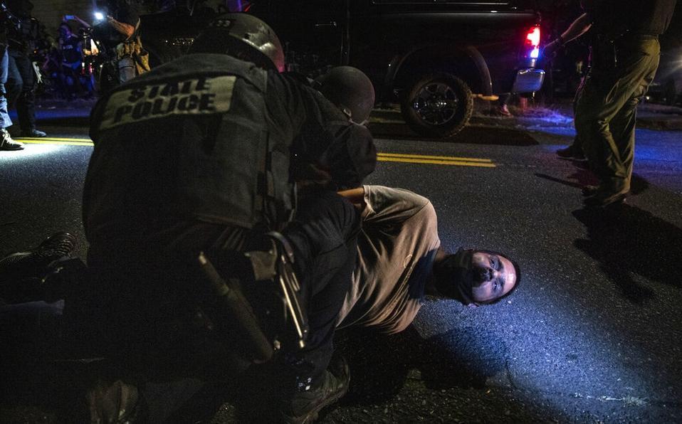 Portland vive noche violenta tras 100 días de muerte de George Floyd