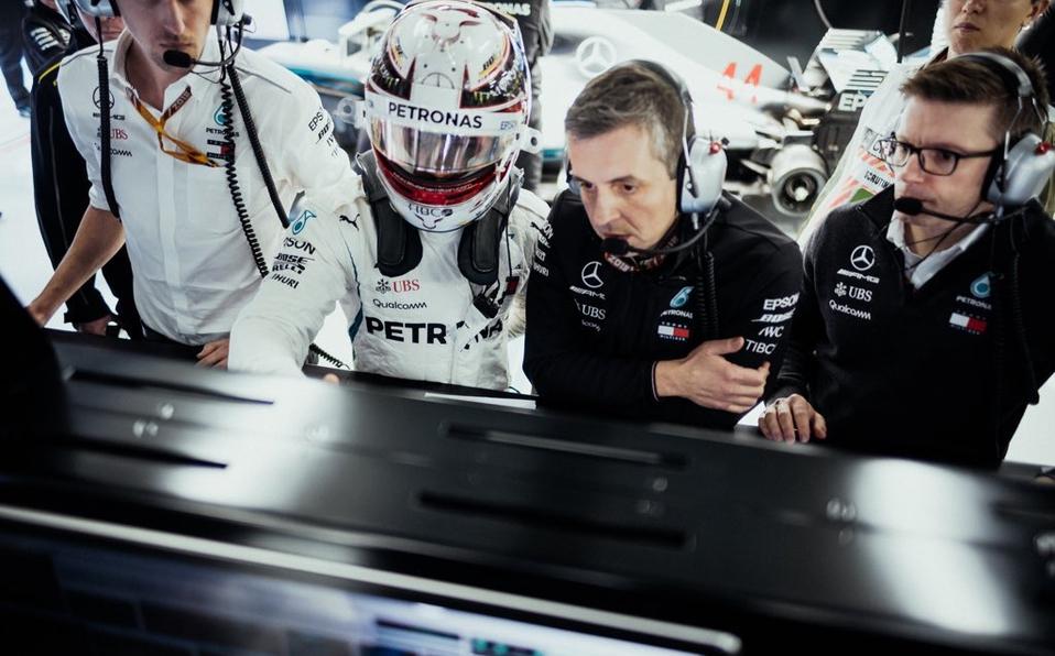 Hamilton se pregunta si Mercedes puede desafiar a Ferrari