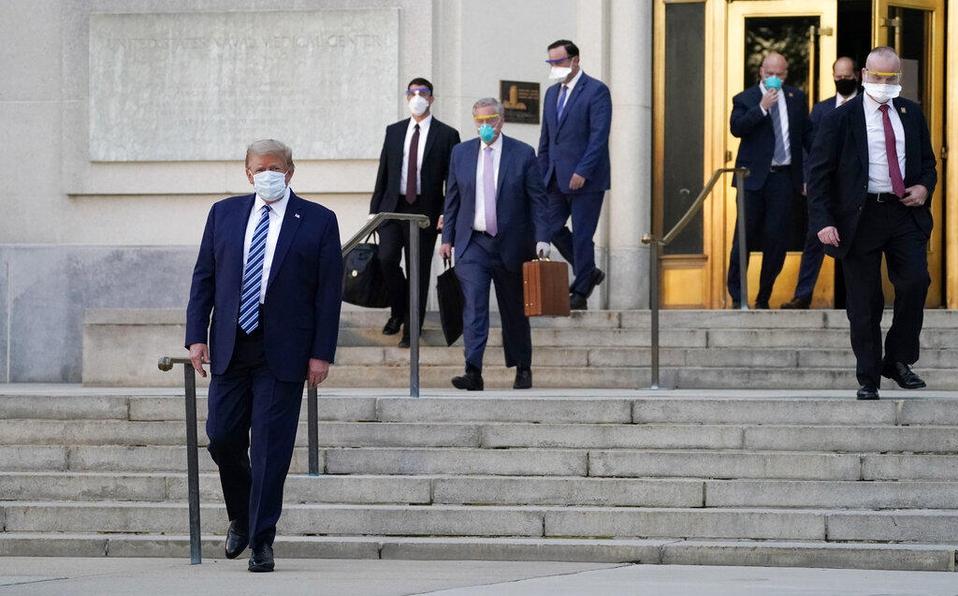 Trump deja el hospital para seguir tratamiento contra covid-19 en la Casa Blanca