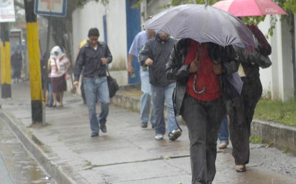 Movilizan personas a albergues por fuertes lluvias