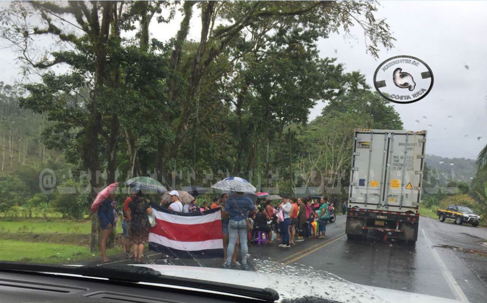 Manifestación mantiene con paso lento ruta 32