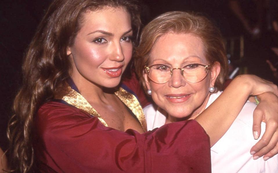 Aunque su canción no fue bien recibida, Thalía recordó que en esos momentos, su mamá, Yolanda Miranda, quien era su mánager, la apoyó en todo momento.