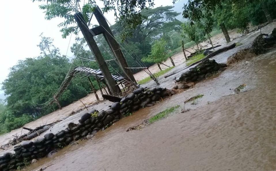 Cuatro familias incomunicadas por dañosenpuente de hamaca