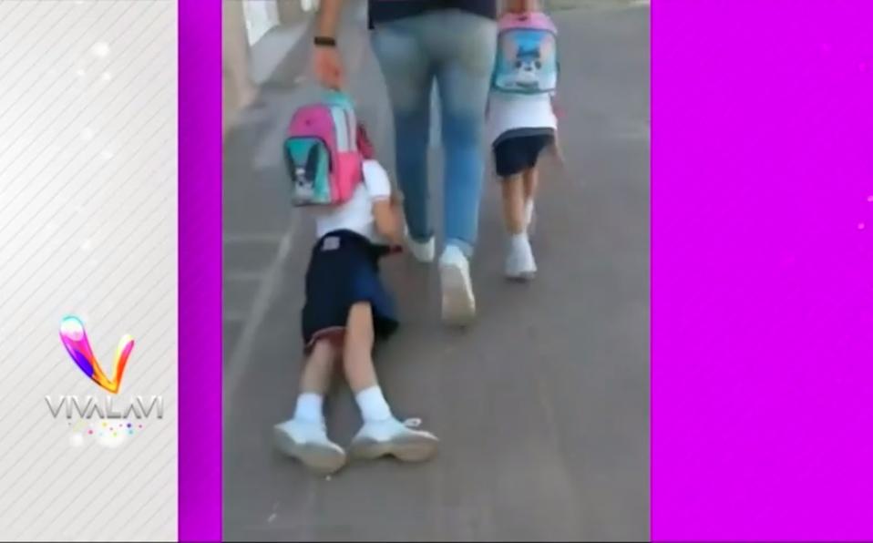 ¡Responsabilidad ante todo!, papá llevó hijas arrastradas a clases