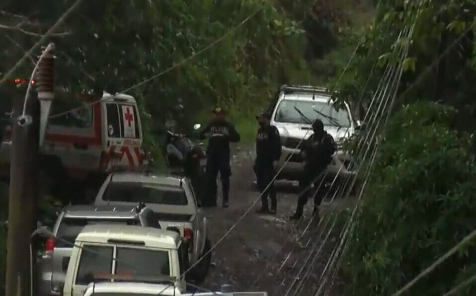 Los funcionarios arribaron al lugar luego de atender una emergencia a través de 9-1-1.