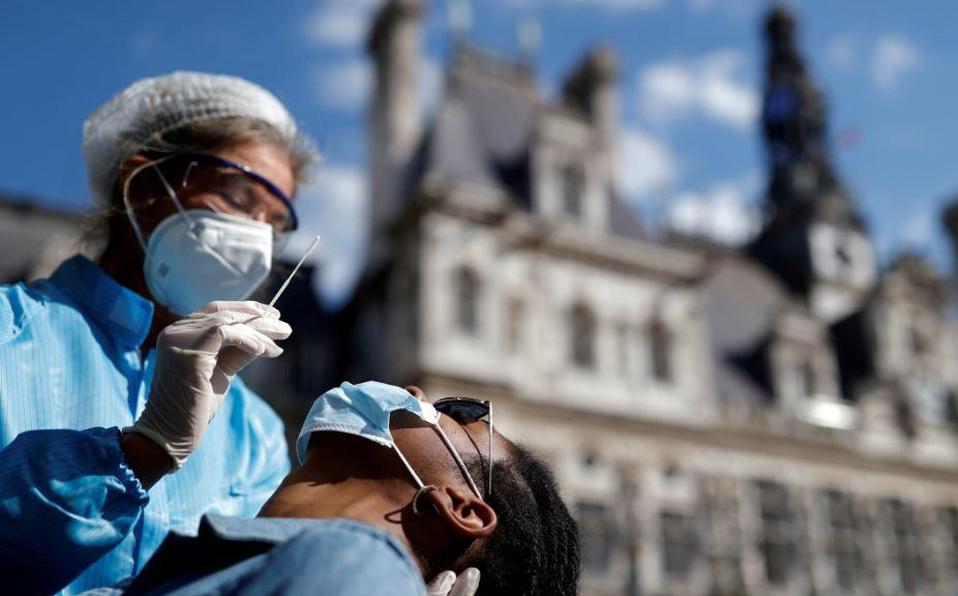 Bares de París se cerrarán cuando capital francesa entre en alerta máxima por Covid-19