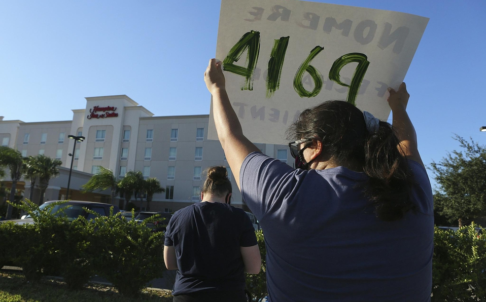 PIden a Donald Trump que deje de detener a niños inmigrantes en hoteles antes de expulsarlos