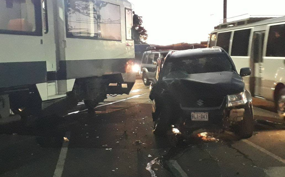 Vehículo chocó de frente con tren en Heredia