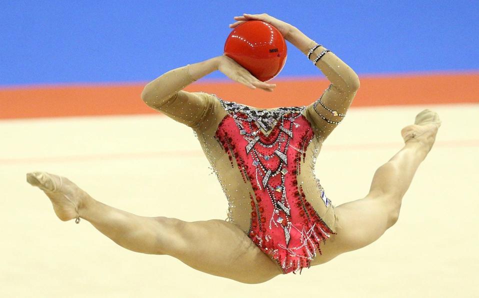 """La imagen de la gimnasta """"sin cabeza"""" que se hizo viral"""