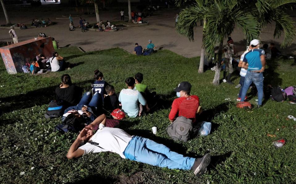 Caravana de migrantes irrumpe en Guatemala a su paso hacia EU