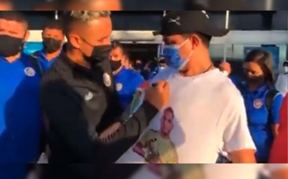Hondureño portaba camisa de Keylor Navas y una bandera de Costa Rica.