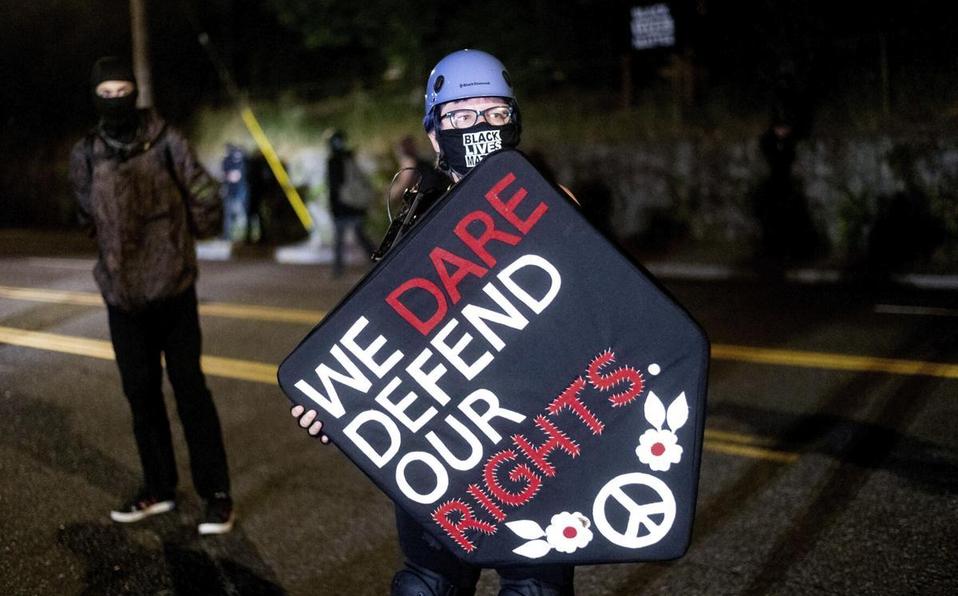 Arrestan a 27 en Portland; protestas cumplen 100 días