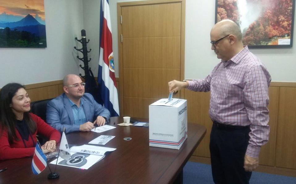 (+VIDEOS) Ticos en el extranjero ejercen su derecho al voto