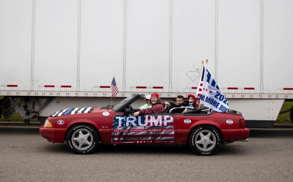 Partidarios del presidente de los Estados Unidos Donald Trump en un desfile de coches en Columbus, Ohio, EEUU, el 3 de octubre de 2020. | Reuters