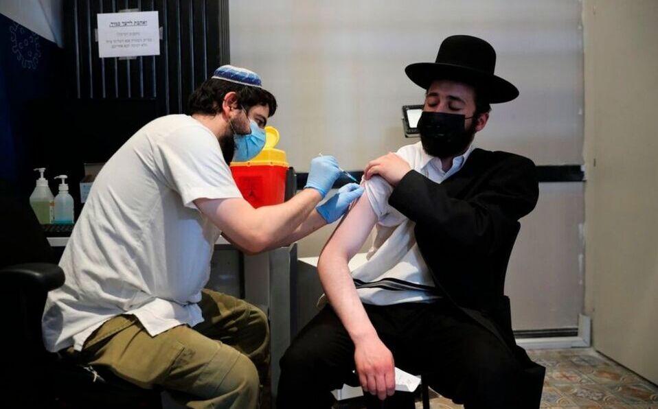 Según estudio, la tercera dosis multiplica la inmunidad en población de Israel.