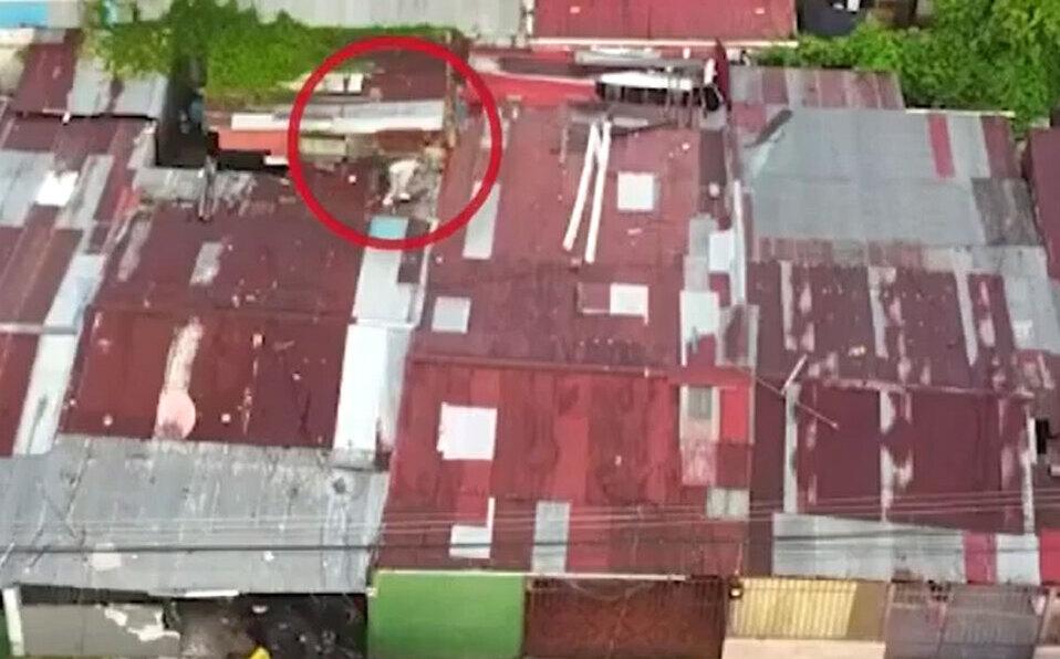 Burla a policía y se escapa por el techo del bunker durante allanamiento