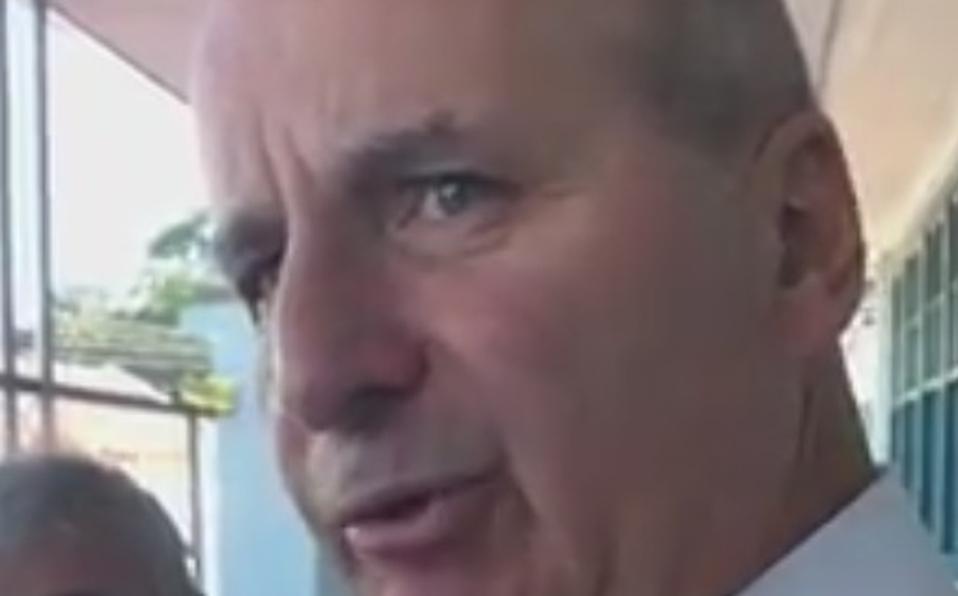(+VIDEO) Figueres rompe en llanto tras emitir su voto