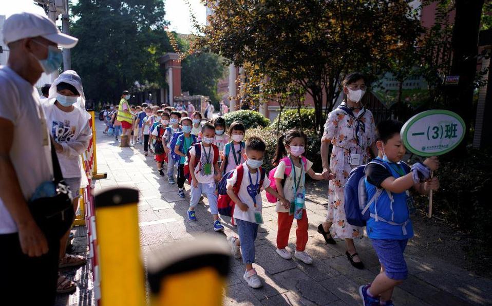 Wuhan abre escuelas pese a la preocupación por el riesgo de Covid-19