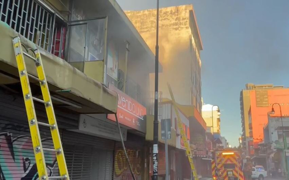 El incidente fue atendido por bomberos de la Estación Metropolitana Sur. (Foto: Captura)