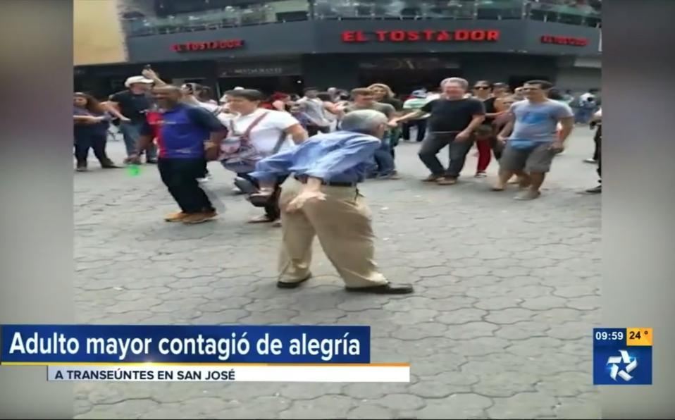 (+VIDEO)Adulto Mayor en Avenida Central contagió laalegría