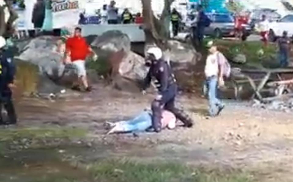 (+VIDEO) Intervienen con bombas lacrimógenas ante cierre de vías en Puntarenas